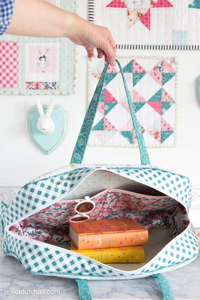 Learn how to make this cute weekend travel bag in an online video class! Feature...