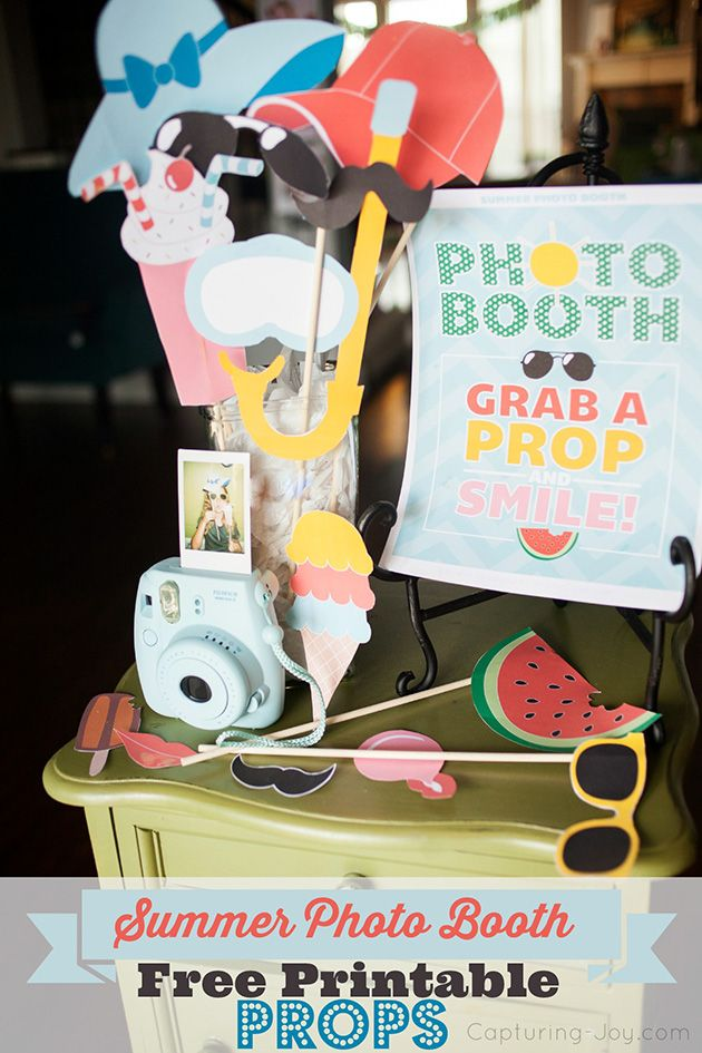 Summer Photo Booth Props {Free Printables} Fun summer party idea. www.kristenduk...