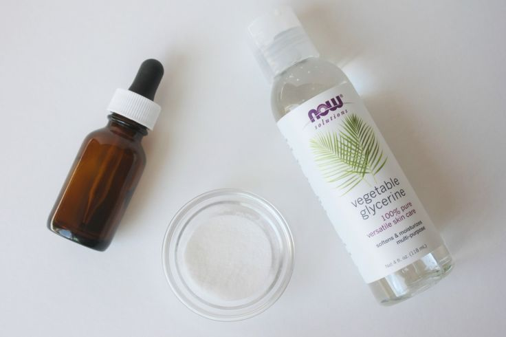 DIY Vitamin C Serum. This stuff sells for crazy expensive prices at spas and ski...