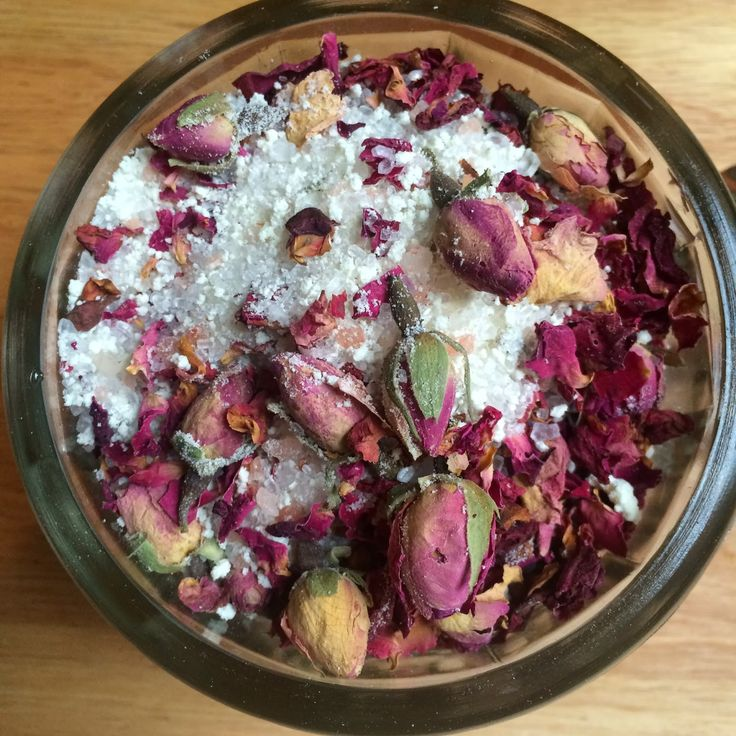 These beautiful bath crystals are a combination of Epsom salt, Himalayan pink sa...