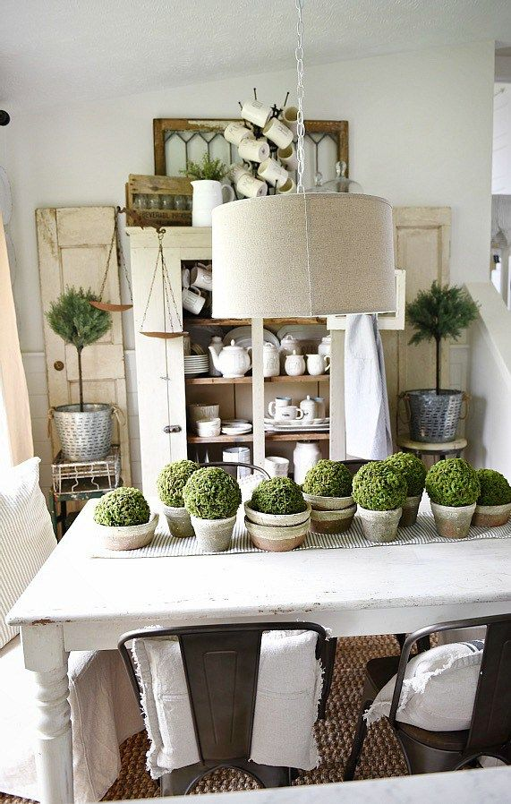 DIY simple terra-cotta & moss centerpiece - a great rustic spring & summer style...