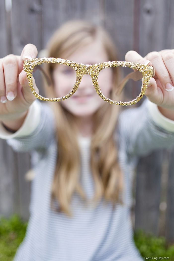 How to make your own glitter glasses