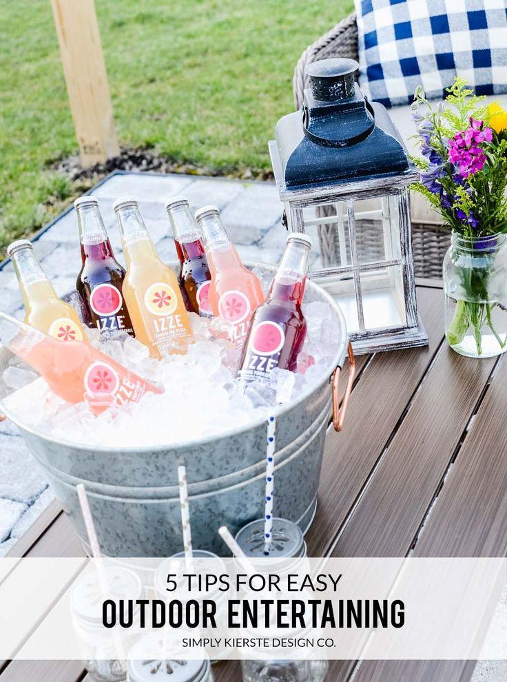 Tips for Easy Outdoor Entertaining   Setting an Outdoor Table #summerentertainin...