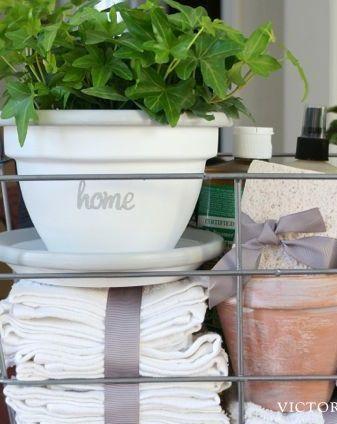 DIY housewarming gift – Whitewash a terracotta pot and make a pretty & practic...