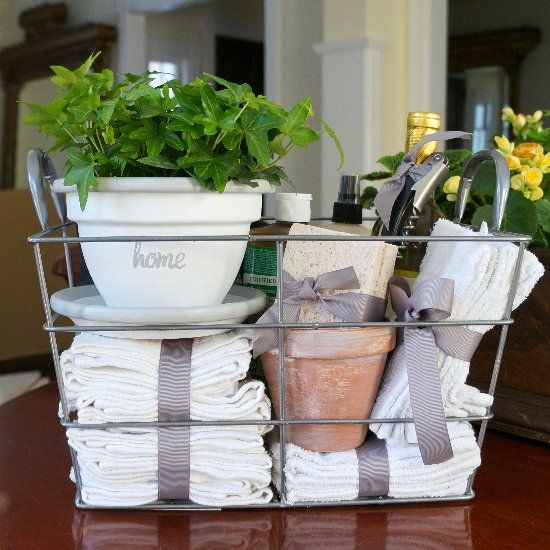 DIY housewarming gift – a whitewashed flowerpot and a collection of inexpensiv...