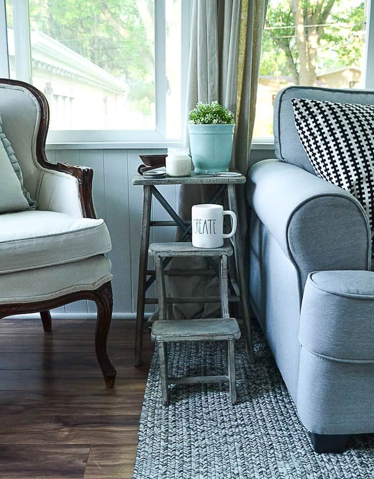 If you are in need of a small side table in your space, click over and see how e...