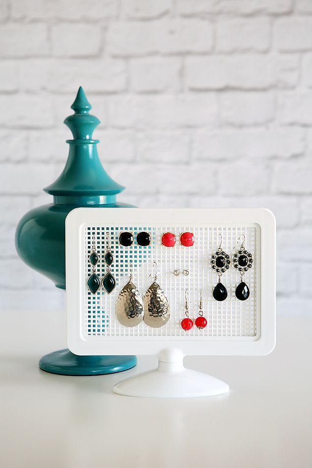 DIY Earring Holders - takes about 5 minutes to put together and cost under 3 buc...