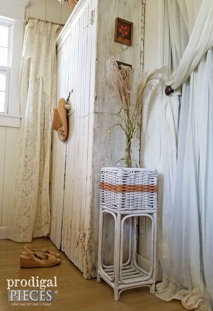 Rustic Chic Basket Stand from Thrifted Plant Stand by Prodigal Pieces | www.prod...
