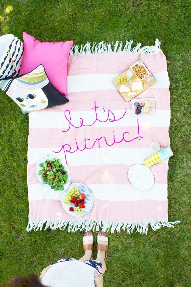 DIY Picnic Blanket | DIY ideas for summer beach days and other fun summer ideas...