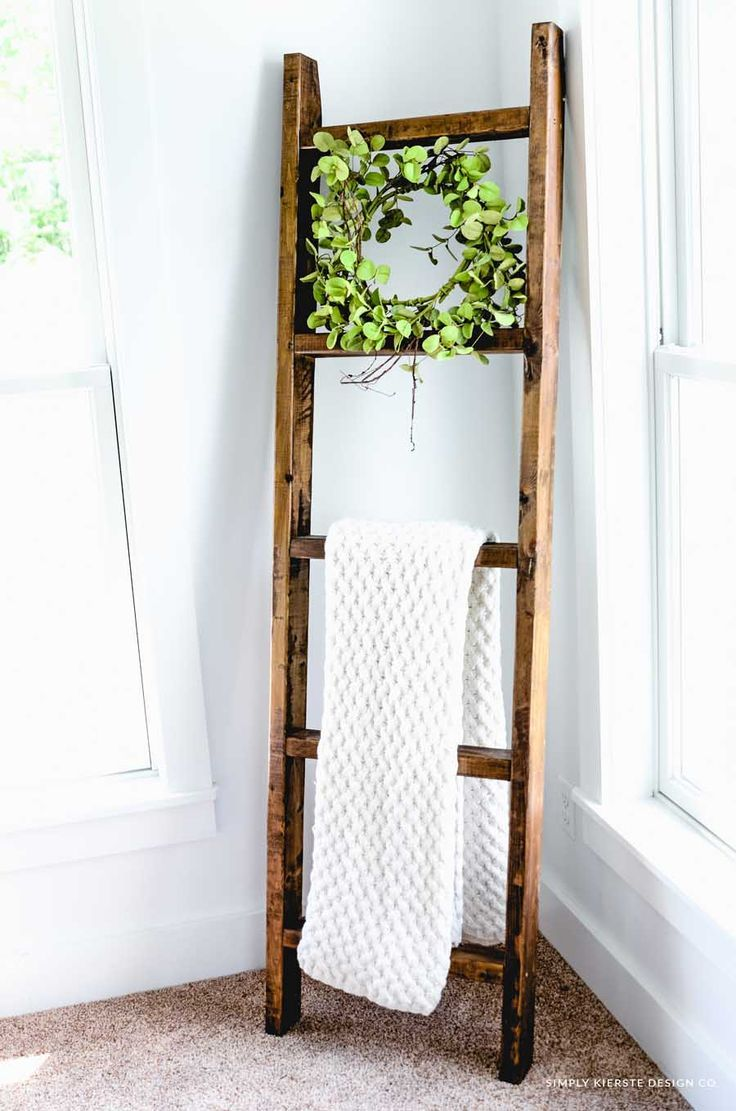 DIY Wood Blanket Ladder #farmhouse #farmhousestyle #fixerupper #fixerupperstyle ...