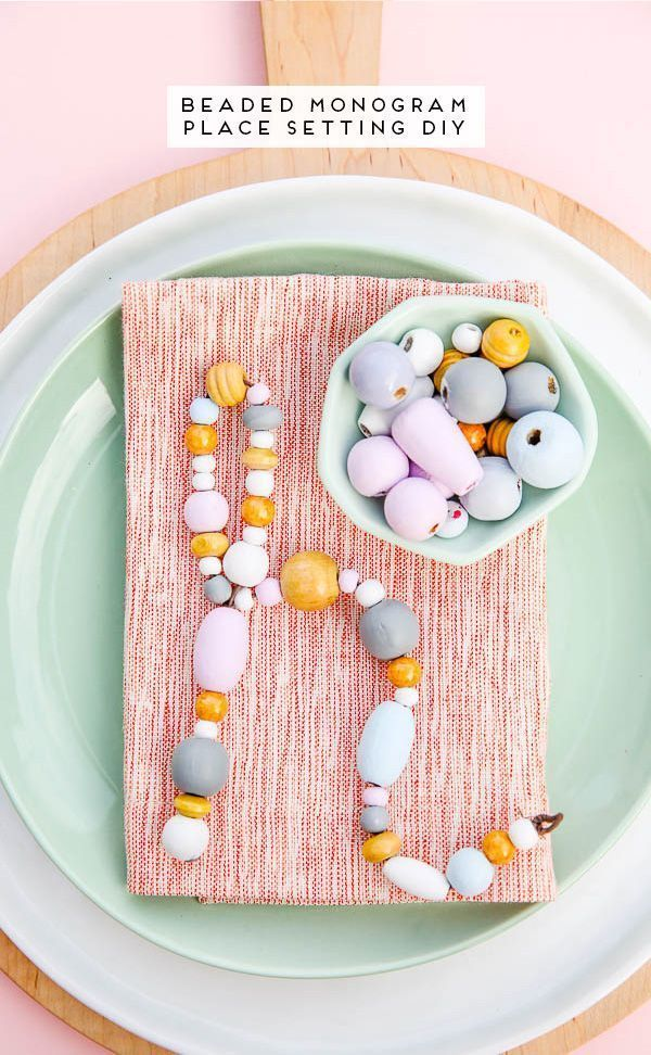 This unique place setting DIY uses wooden beads and a little bit of wire. #diy #...