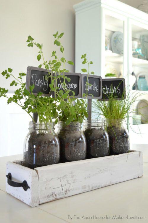 Transform Mason Jars into an Farmhouse Herb Garden – practical and cute. Weeke...