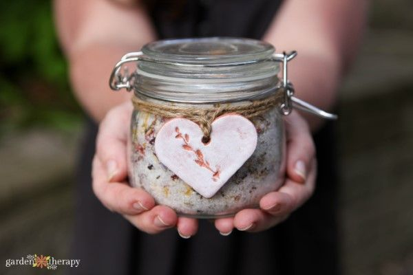 healing herbal bath salts with a DIY clay tag pressed with botanicals. Cute! #ga...