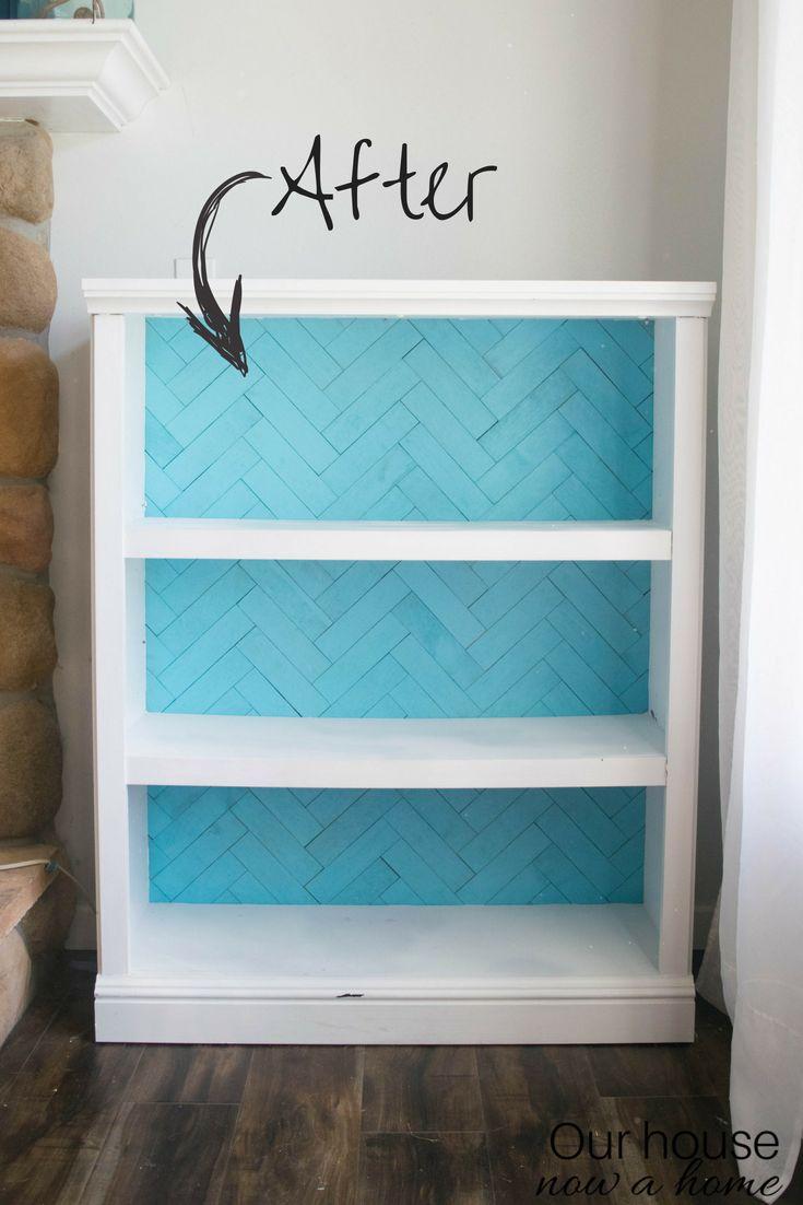 Amazing DIY herringbone bookshelf redo! This bold and textured bookshelf is redo...