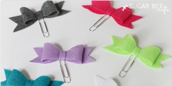 Felt Bow Bookmarks - a project that combines two awesome summer activities - cra...
