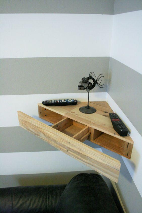 Esquinero de madera para cualquier rincón de la casa.