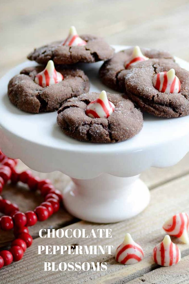 Chocolate Peppermint Blossoms #christmascookies #cookierecipes #easycookierecipe...