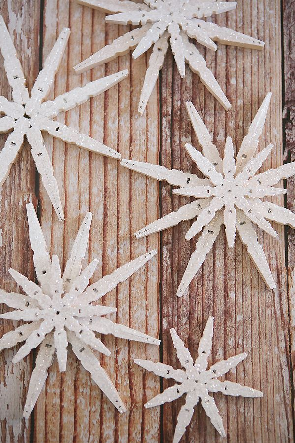 DIY Glittered Clothespin Snowflakes | Hard to believe these pretty snowflakes ar...