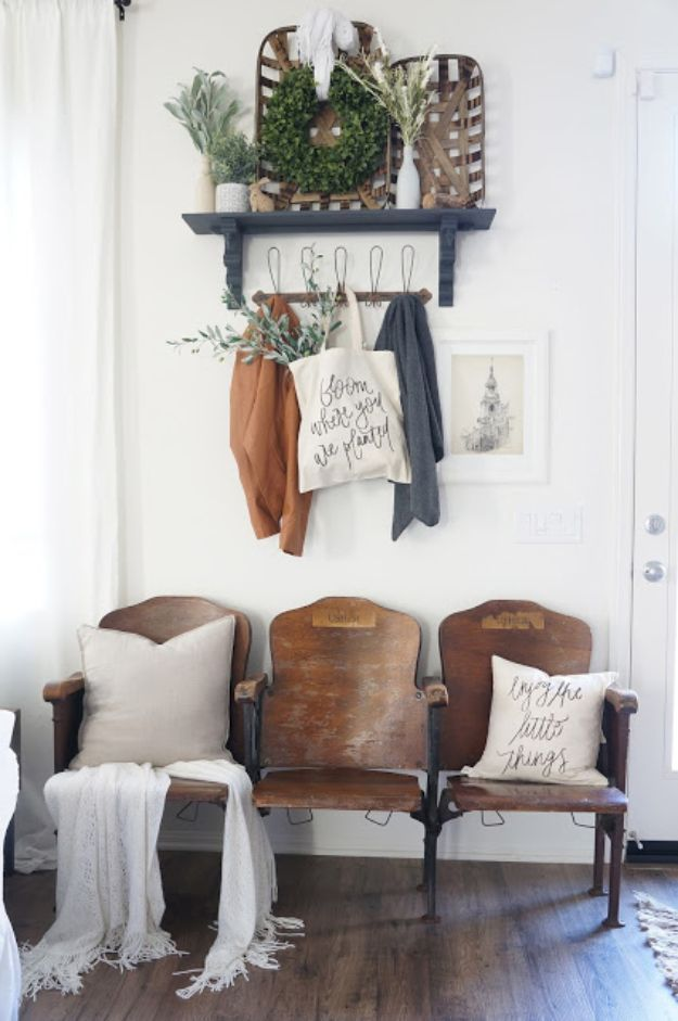 DIY Ideas for Your Entry - Vintage Theater Seat Entryway - Cool and Creative Hom...