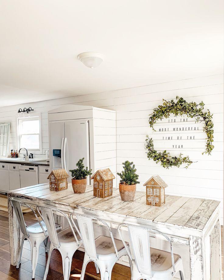 DIY Pallet Gingerbread Houses!
