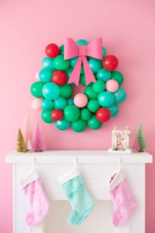 Festive Christmas Balloon Wreath. Homemade Christmas Wreaths for Christmas Decor...