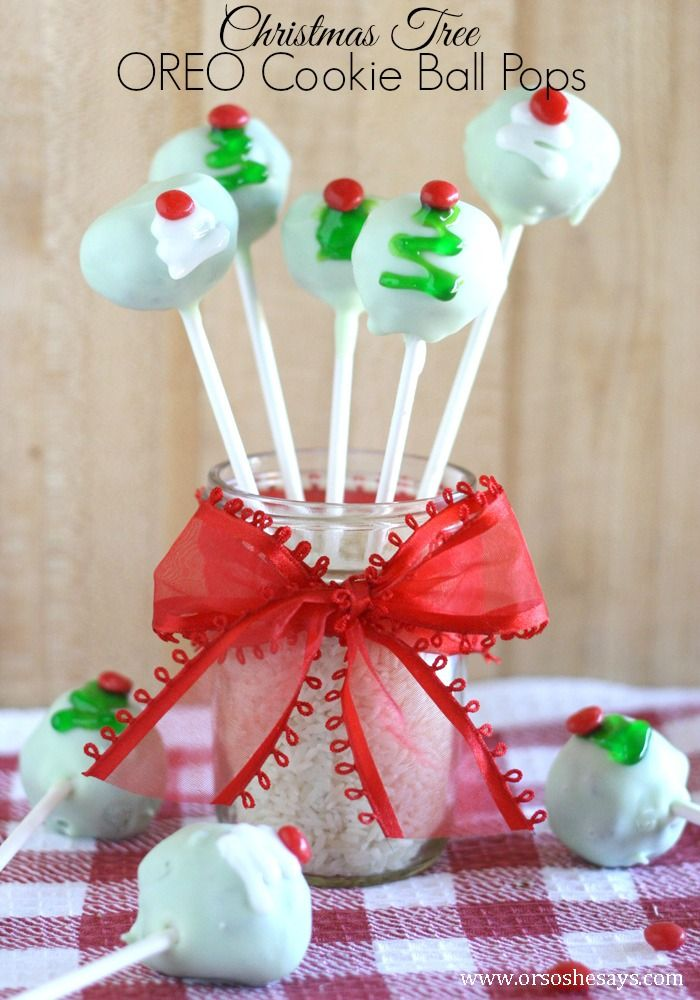 Recipe and tutorial to make these super cute and yummy Christmas Tree Oreo Cooki...