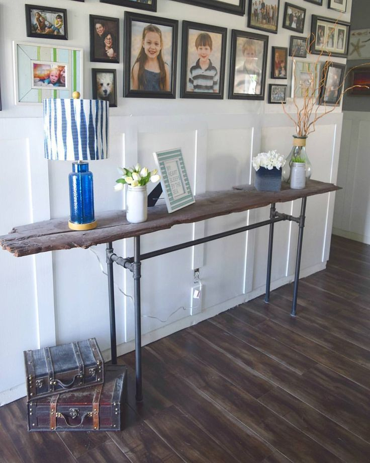 DIY console table mace from reclaimed wood and galvanized pipes - Simple steps t...