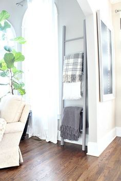 How to Build a Blanket Ladder | Refresh Restyle