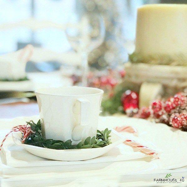 Simple charming Christmas table setting idea.