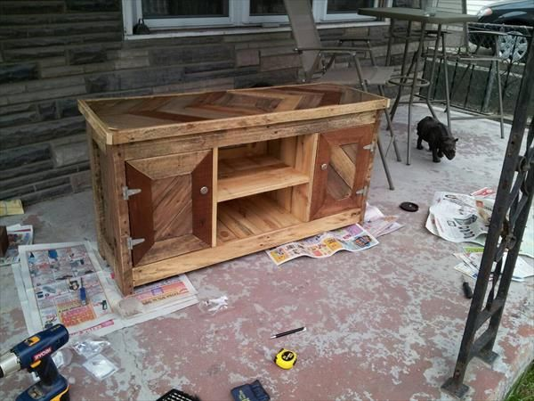 DIY Pallet Media Console and TV Stand | 101 Pallets