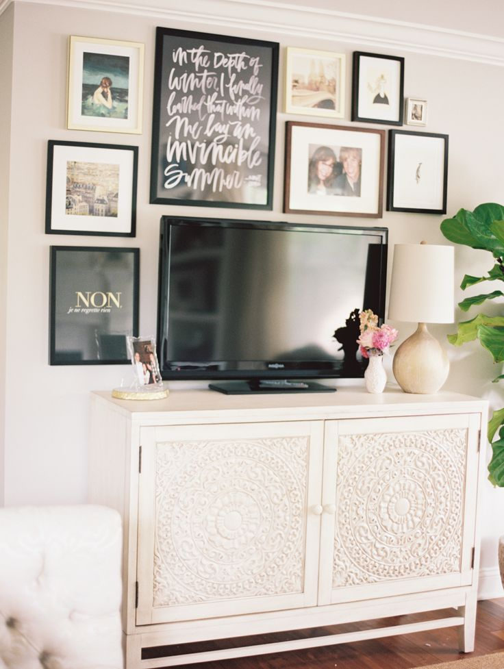 DIY TV stand : Love this TV stand and gallery around the tv