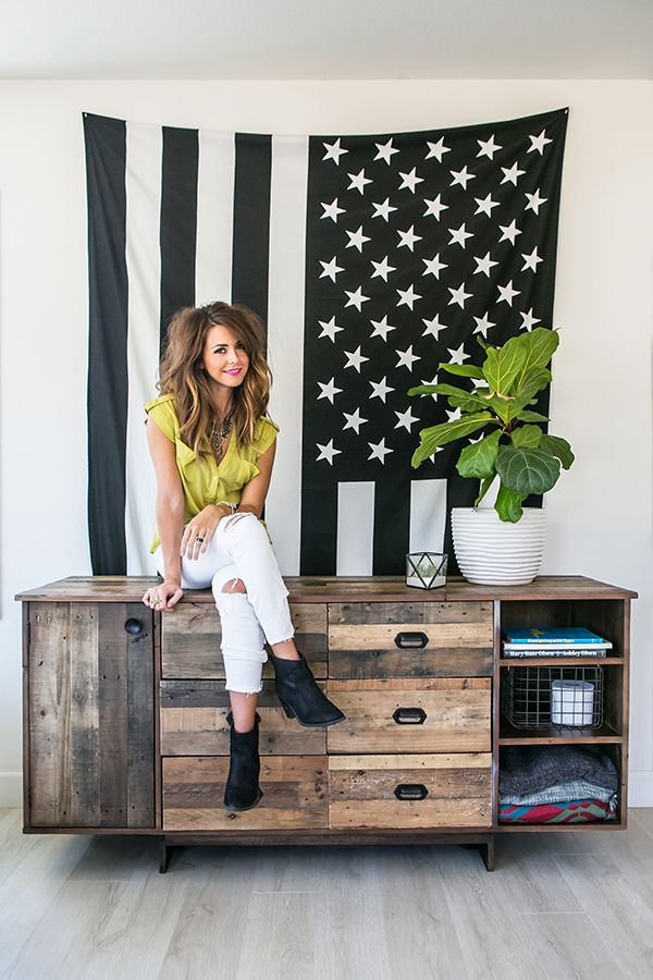 Touring Promise Tangeman's Colorful California Home | glitterguide.com
