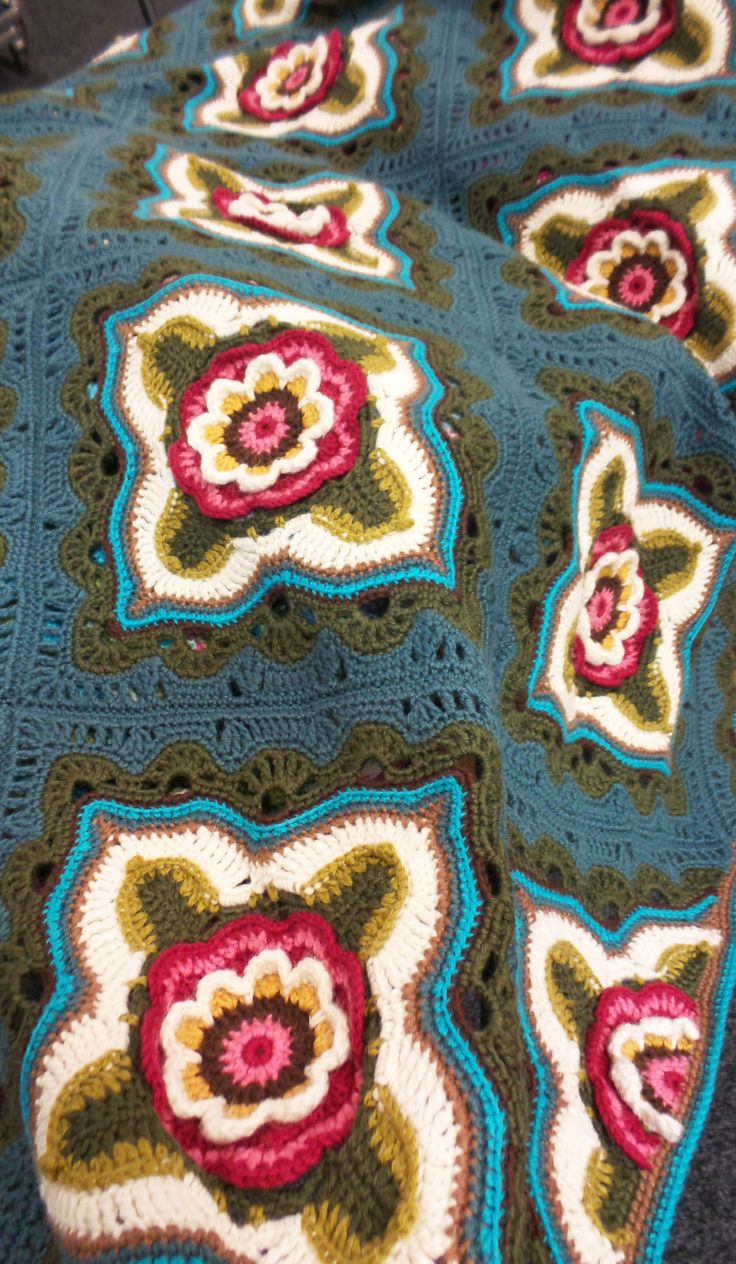 Indian Roses Crochet Blanket By Jane Crowfoot | West Yorkshire Spinners | Black ...