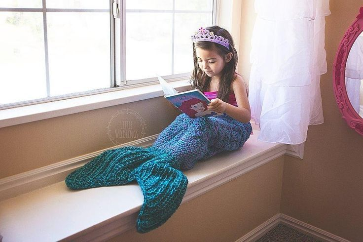 This is a pattern for a fun Mermaid Tail Blanket The fin is a pocket for the fee...