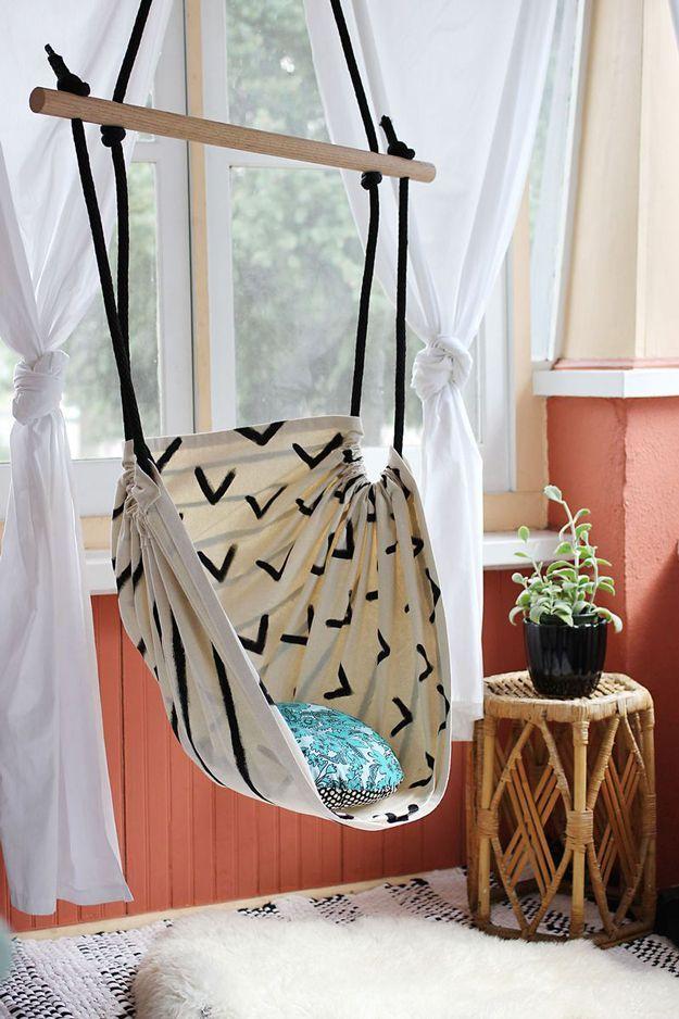 DIY Hammock Chair | Inexpensive Homemade Patio Furniture by DIY Ready at  diyrea...