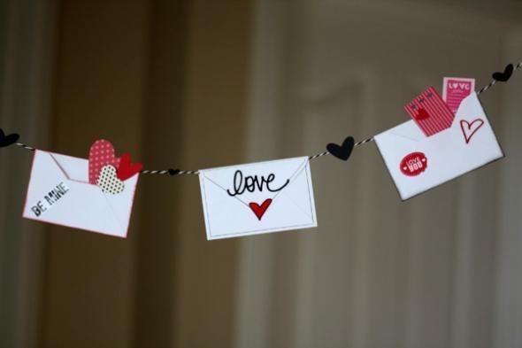 Idée déco St Valentin : une guirlande de notes romantiques  www.homelisty.com....