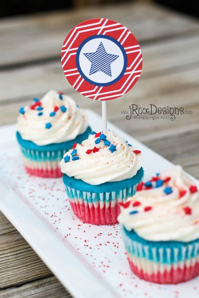 4th of July Cupcakes dessert recipe. Patriotic and YUMMY!